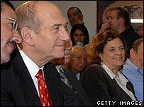 Yuli Tamir, at a school meeting with Prime Minister Ehud Olmert