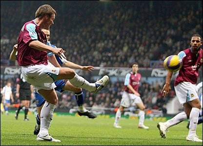 Teddy Sheringham scores a late goal for West Ham