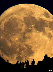 People watch the Moon from near Athens, summer 2006