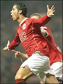 Cristiano Ronaldo, de Manchester United, festeja tras anotar frente a Wigan
