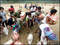 Aid being distributed in Aceh, 27/12/06