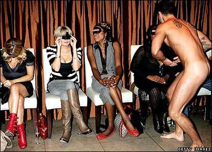 http://newsimg.bbc.co.uk/media/images/42391000/jpg/_42391063_naked_perfume_430.jpg