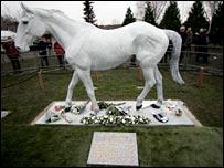 Desert Orchid's statue at Kempton Park