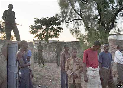 Somalia's government troops guard captured Islamic fighters in Baidoa