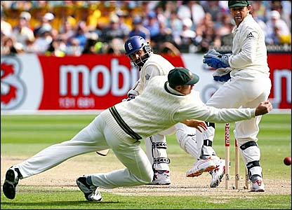 Monty Pansear guides a delivery from Shane Warne past Matthew Hayden at first slip