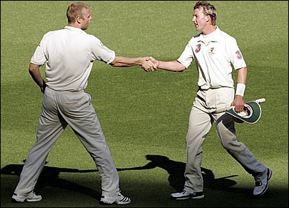 England captain Andrew Flintoff (left) and Australia paceman Brett Lee shake hands