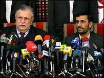 Iraqi President Jalal Talabani (l) and Iranian President Mahmoud Ahmadinejad (r)