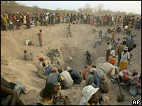 Miners dig for diamonds in Marange, Zimbabwe (file picture)