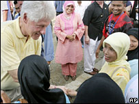 Bill Clinton meets refugees at a temporary barracks in Aceh on 2 December 2006