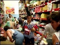 Saqueos en un supermercado de Buenos Aires