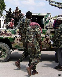 Islamist soldiers at Mogadishu airport before their retreat