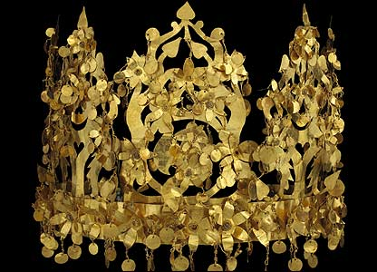 Gold item on display in Paris exhibition