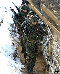 South Korean troops patrol the border in Hwacheon on 21 December 2006