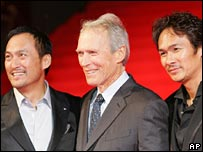 Clint Eastwood with Japanese actors, Ken Watanabe, left, and Tsuyoshi Ihara