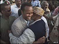 Somali PM Ali Mohamad Ghedi (l)