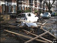 Destrozos por tornado
