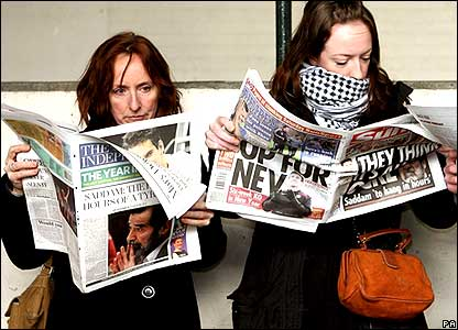 People reading British newspapers