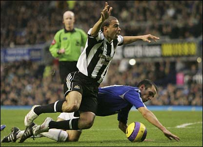 Kieron Dyer is fouled by Leon Osman