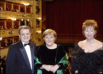 (left to right) Romano Prodi, Angela Merkel and Milan's mayor Letizia Moratti