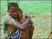 Woman with her child in Tanzania (Copyright: UNPF/ B Wolff)