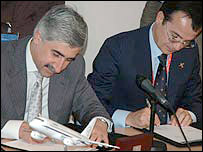 Sukhoi Holding Company general director Mikhail Pogosyan and Aliena Aeronautica chief executive officer Giovanni Bertolone