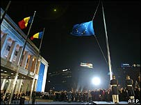 Romanian soldiers raise the EU flag during a ceremony at the government headquarters in Bucharest