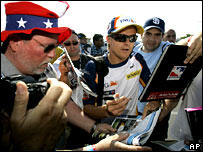 Heikki Kovalainen signs autographs for US fans