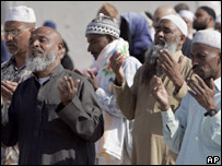 Muslims pray in Mina