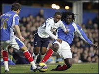 Jermain Defoe takes on the Pompey defence