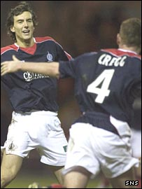 Alan Gow celebrates with Patrick Cregg