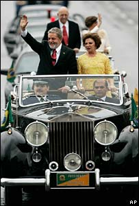 Lula and wife Marisa on way to inauguration