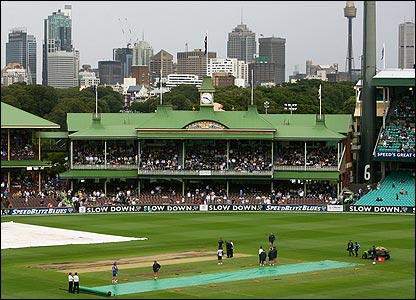 Groundstaff battle against the elements at the SCG