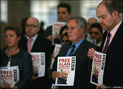 BBC staff, including Director General Mark Thompson (right) hold a vigil for Alan Johnston - 20/06/07
