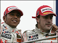 Lewis Hamilton (l) and Fernando Alonso
