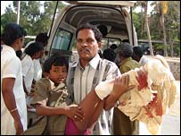 Injured boy arrives at hospital in Kilinochchi (photo from rebel website)