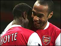 Arsenal goalscorers Justin Hoyte and Thierry Henry celebrate