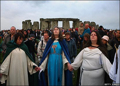 http://newsimg.bbc.co.uk/media/images/42408000/jpg/_42408262_solstice1_getty07.jpg
