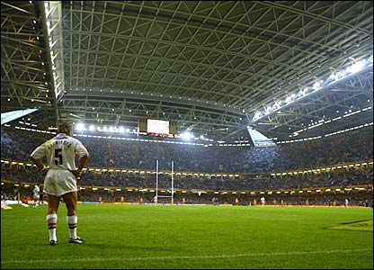 Vainikolo prepares for the start of the 2003 Challenge Cup final against Leeds at the Millennium Stadium