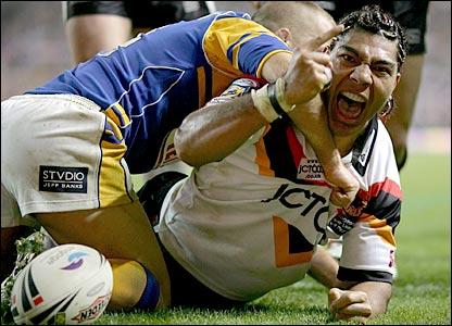 Vainikolo crosses the line for Bradford in the 2005 Grand Final against Leeds