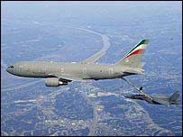 Boeing KC-767 refuelling another plane