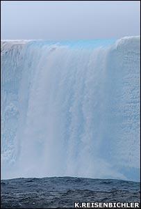 Melting iceberg (Image: Kim Reisenbichler)