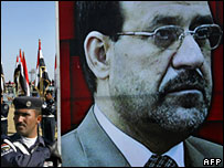 Policemen carry a poster of Iraqi PM Nouri Maliki (file picture)