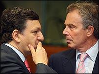 El presidente de la Comisión Europea, José Manuel Barroso, y el primer ministro británico, Tony Blair, 21/6/07
