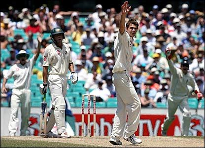 James Anderson and Chris Read appeal successfully for the wicket of Adam Gilchrist (left)