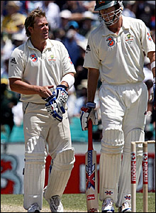 Shane Warne (left) speaks to Glenn McGrath