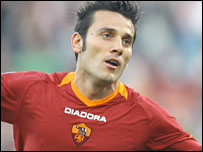 Vincenzo Montella in action for Roma