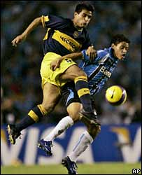 Boca's Hugo Ibarra (left) tussles with Gremio's Carlos Eduardo in the Argentines' win in the Copa Libertadores final
