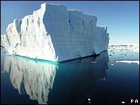 Un iceberg retratado desde el HMS Endurance