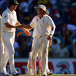 Glen McGrath (left) and Shane Warne leave the pitch at the end of day three