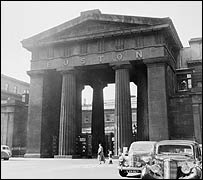 The now-departed Euston Arch (Picture: Museum of London)